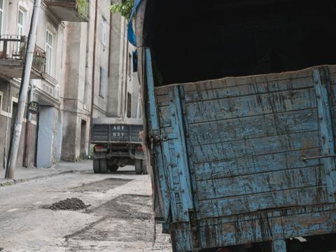 Blauer Lastwagen, Tbilisi, 2015